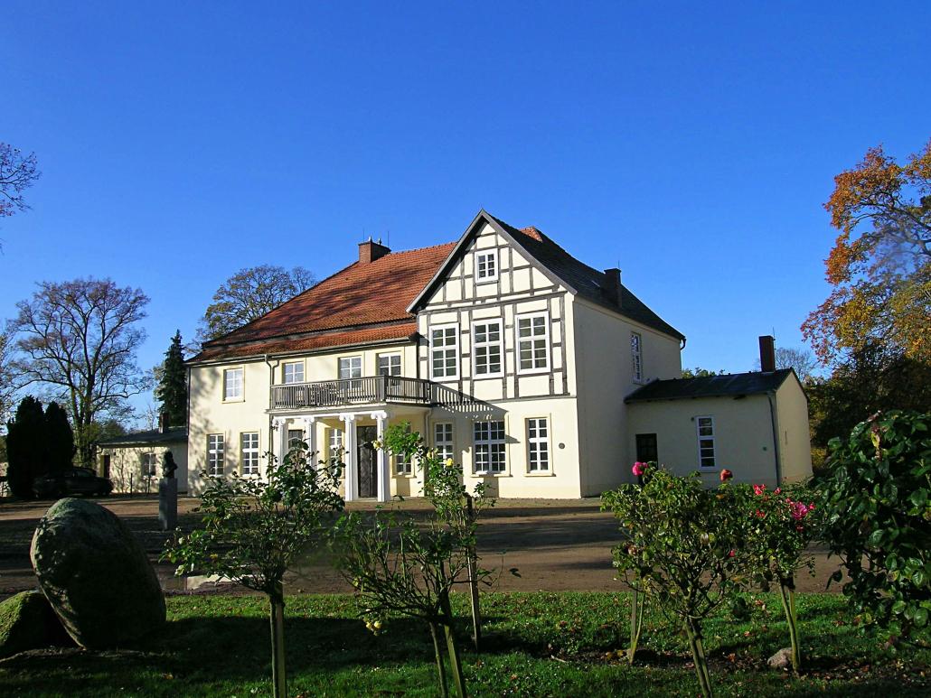 Freilichtmuseum ca. 80 ha Land- und Forstwirtschafts-, sowie Wasserflächen / Gebäudeensemble aus 12 Museums- / Verwaltungs- und Bürogebäuden