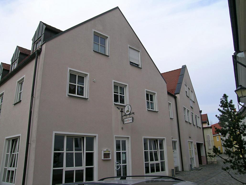 Ein mit zwei Wohn- und Geschäftshäusern mit Tiefgarage bebautes Erbbaurecht ca. 1.600 m² Wohn-/Nutzfläche